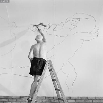 Picassopintandomuralenvalurais